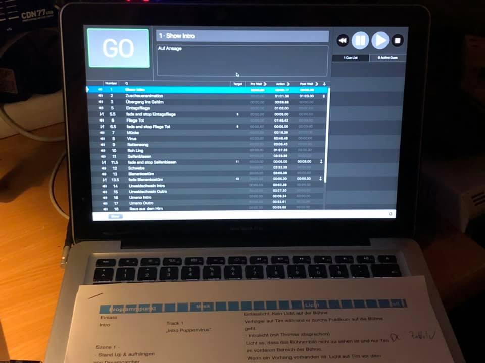 Lux und Sound stellt die Technik für dass Programm Puppenvirus von Tim Becker.